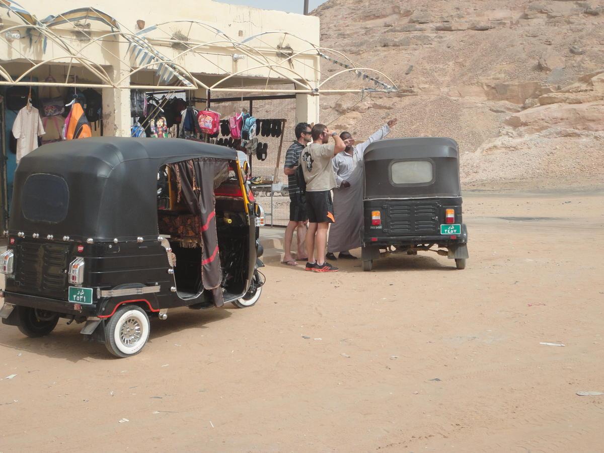 Negotiating with a tuk tuk driver in Wadi Halfa