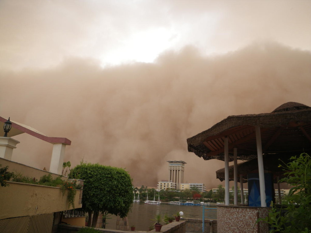 Sandstorm in Aswan - we jumped into the pool